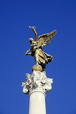 Angels on columns in the Vittoriano, memorial to Vittorio Emanuele II, Altare della Patria, imperial memorial, Via del Teatro di Marcello, Rome, Italy, Europe