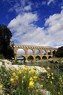 Aqueduct, Pont du Gard, Provence, France, Europe