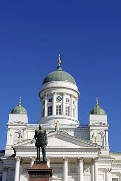 Alexander II statue, Tuomiokirkko, Helsinki Cathedral, Senate Square, Helsinki, Finland, Europe
