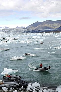 Boat between icebergs, rubber dinghies, glacier, Joekulsarlon, Iceland, Europe