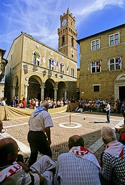 """Palazzo Comunale, """"cheese rolling"""" competition, Mercato Mensile, cheese fair, Piazza Pio II, Pienza, province of Siena, Tuscany, Italy, Europe"""