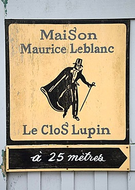 Signpost pointing to the Maison Maurice Leblanc in Etretat, Normandy, France, Europe