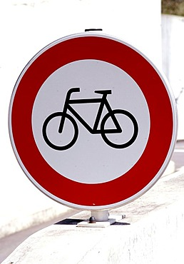 Sign, no passage for cyclists