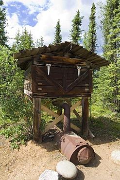 Indian log food cache, protected from bears, wood stove, Moose Creek Lodge, Yukon Territory, Canada, North America