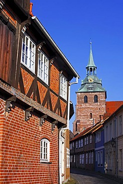 Historic alley in the historic centre, tower of St Michaelis Church, historic city, hanseatic city of Lueneburg, Lower Saxony, Germany, Europe