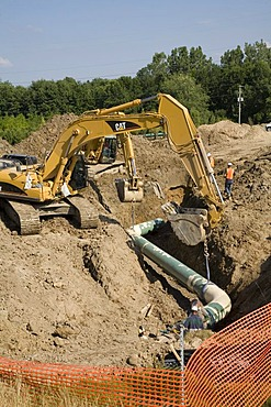 Workers building a natural gas pipeline, Grand Rapids, Michigan, USA