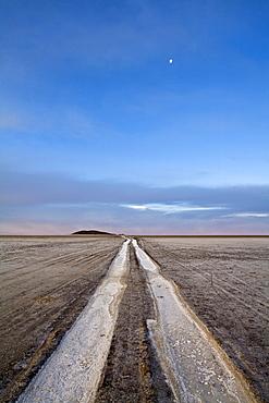 Evening vibe at salt lake Salar de Uyuni, Altiplano, Bolivia, South America