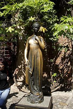 Statue of Juliet in Casa di Giuletta, Juliet's house, from William Shakespeare's drama, Romeo and Juliet, Verona, Italy, Europe