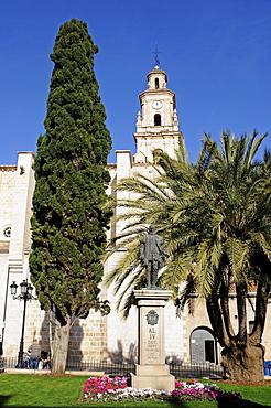 Francesc (Francisco) de Borja Memorial (St. Francis Borgia) in front of church, Gandia, Costa Blanca, Valencia Province, Spain