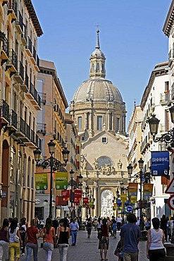 Shopping street Alfonso, Basilica de Nuestra Senora del Pilar, Basilica of Our Lady of the Pillar, Zaragoza, Saragossa, Aragon, Spain, Europe
