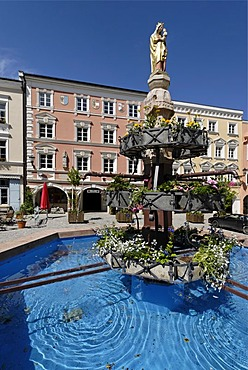 Kraiburg upon the river Inn district of Muehldorf Upper Bavaria Germany market square with St Mary's column and fountain