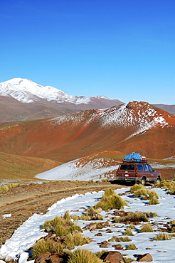 Jeep driving through spectacular landscape, Altiplano, Bolivia, South America