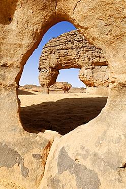 Rock window, rock formations at Youf Ahakit, Tassili du Hoggar, Wilaya Tamanrasset, Sahara Desert, Algeria, North Africa
