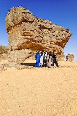 Group of Tuareg men, Youf Ahakit, Tassili du Hoggar, Wilaya Tamanrasset, Algeria, Sahara Desert, North Africa, Africa