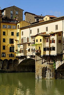 Historic city centre and Ponte Vecchio Bridge on the bank of the river Arno, UNESCO World Heritage Site, Florence, Tuscany, Italy, Europe