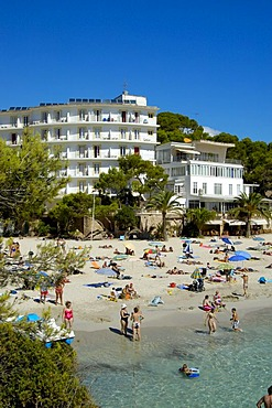 Bay with sandy beach an hotel, Cala Santanyi, Majorca, Balearic Islands, Spain