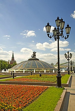 Manesche Square with View to Alexander Garden and Kreml, Moscow, Russia, East Europe, Europe