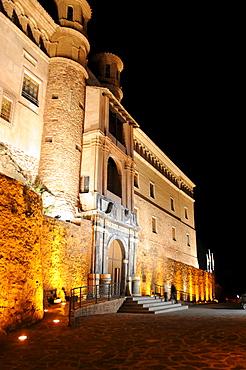 Palacio del Papa Luna (Benedict XIII Palace) at night, Illueca, Zaragoza Province, Aragon, Spain, Europe