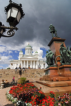Tuomiokirkko Cathedral and Senatintori (Senate Square), Helsinki, Finnland, Scandinavia, Europe