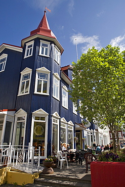 Cafe in a typical colourful Icelandic building, Akureyri, northern Iceland, Iceland, Atlantic Ocean