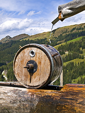 Butter churn, Weissalm (Weiss mountain pasture), Grossarltal (Grossarl Valley), Salzburg, Austria, Europe
