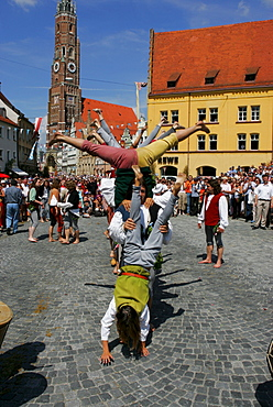 Street juggler, Landshut Wedding historical pageant, Landshut, Lower Bavaria, Bavaria, Germany, Europe