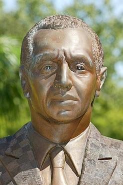 Sir Julius S. Chan statue, parliament, Port Moresby, Papua New Guinea, Melanesia