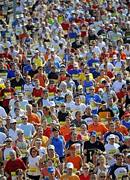 Mass start to the Half-marathon, Stuttgart, Baden-Wuerttemberg, Germany, Europe, 22.06.2008