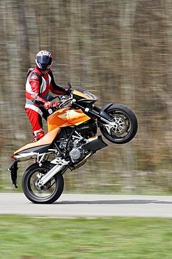 KTM Super Duke, Wheelie