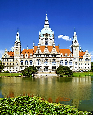 New City Hall and Maschteich Pond, Hanover, Lower Saxony, Germany, Europe