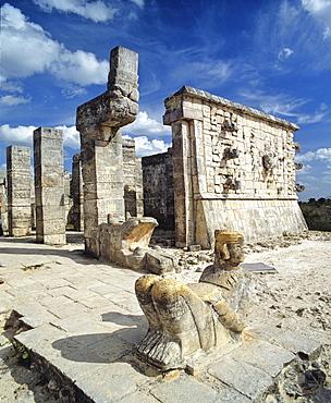 Chichen Itza, Chac-Mool statue of a Maya, Mayan warrior, ruins on the Yucatan Peninsula, Mexico, Central America
