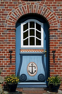 Frisian house with wooden frisian front door, Nebel, Island Amrum, North Friesland, Schleswig-Holstein, Germany, Europe