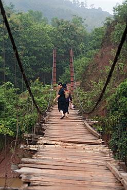Suspension bridge between Yen Chau and Chien Koy in the North Vietnamese mountains, Vietnam, Asia