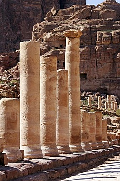 JOR, Jordan, Petra: colonnaded street, bathhouse, columns. Nabatean ancient city of Petra, at the Kings Highway. |