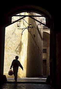 Narrow lane, Mdina, Malta
