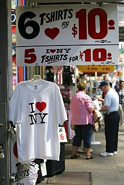 USA, United States of America, New York City: I love New York T-shirts as souveniers.