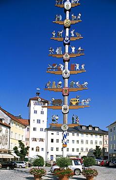 Maypole, market square, Traunstein, Chiemgau, Bavaria, Germany, Europe