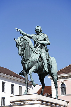Equestrian statue, monument to the Elector Maximilian I., Wittelsbacher Platz, Munich, Bavaria, Germany