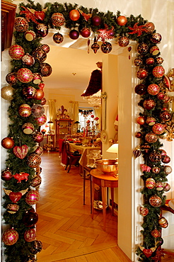 Living-room doorway decorated with Christmas garland