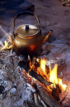 Teakettle, campfire, Wadi Rum, Jordan, Asia