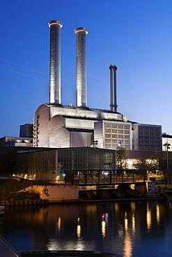 Cogenerating power station Mitte, Powerstation of Vattenfall, evening, Berlin, Germany.