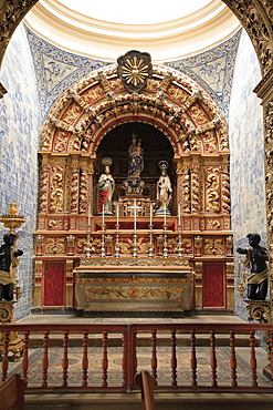 Goldworks at the altar of Se Cathedral, Sedos Episcopalis, Faro, Algarve, Portugal