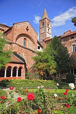 Cloister, Cistercian convent Abbazia di Staffarda near Saluzzo, Piemont, Italy