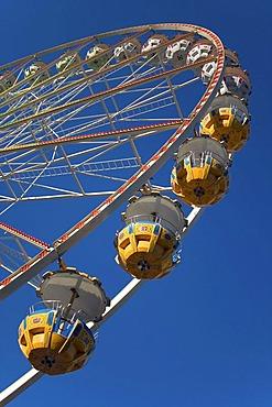Giant-wheel, gondolas