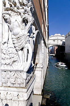 Sculpture in front of Bridge of Sighs, Ponte dei Sospiri, Venezia, Venice, Italy, Europe