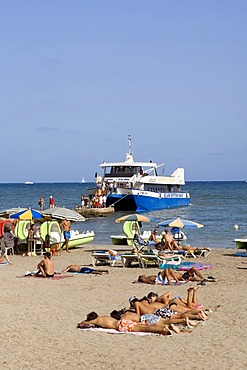 Excursion boat on the beach of Ses Figueretes, Ibiza, Balearic Islands, Spain, Europe