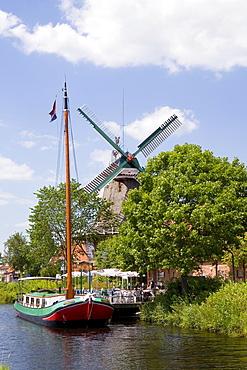 Cutter, Muehlenhof on the Grossefehnkanal Canal, Ostgrossefehn, East Frisia, Lower Saxony, Germany, Europe