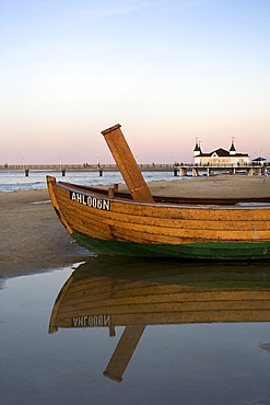 Fishing boat in front of the pier, Ahlbeck, Usedom, Baltic Sea, Mecklenburg-Western Pomerania, Germany, Europe