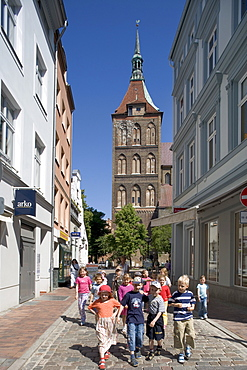 Children in front of St. Mary's Church, Rostock, Mecklenburg-Western Pomerania, Germany, Europe