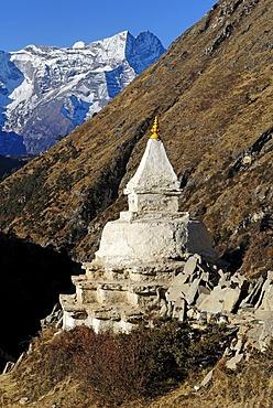 Historic stupa near Pangboche with Kongde Ri (6187), Khumbu Himal, Sagarmatha National Park, Nepal